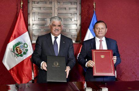 Perú y República Dominicana suscriben acuerdo de servicios aéreos