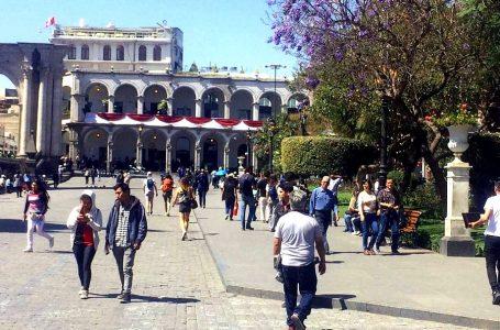 Tía María: Policía custodia accesos al centro de Arequipa para seguridad de turistas