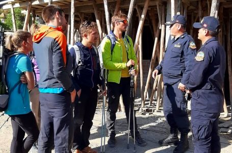 Rescatan a turistas franceses vivos y uno muerto en nevado de Áncash