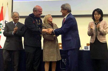 Chef Adolfo Perret es distinguido como profesor honorario de USIL