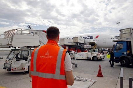 Francia: cancelan el 20% de vuelos y un 90% de trenes por huelga general