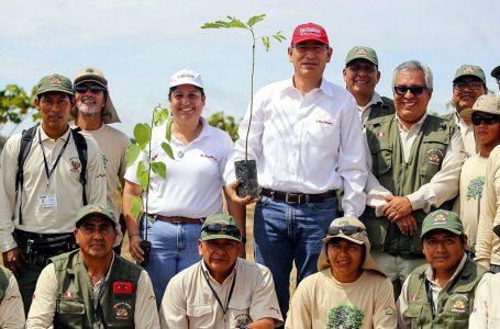 Presidente Martín Vizcarra supervisó trabajos de reforestación en Tambopata