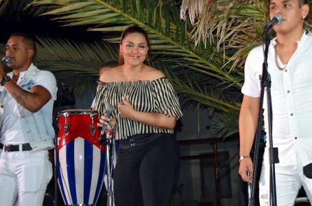 Vernis Hernández: cantante cubana destaca potencial turístico de Paracas [ENTREVISTA]