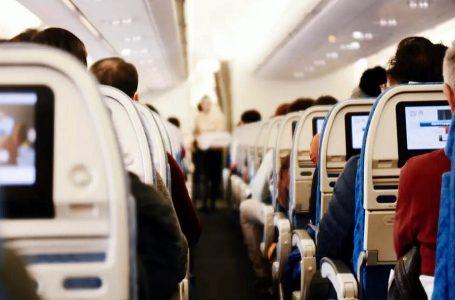 Transporte aéreo: ¿Qué hacer si un pasajero presenta síntomas de Covid-19 en pleno vuelo?
