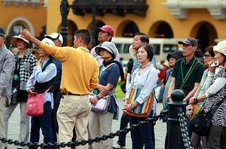 Recaudación estatal por servicios de turismo y hotelería cae 44% de enero a julio