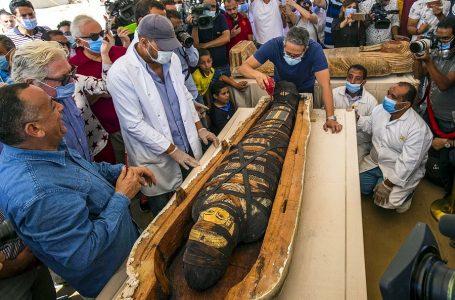 Egipto presenta al mundo 59 sarcófagos con momias intactas de 2,600 años