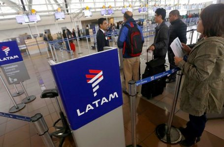 Indecopi ordena a Latam reembolsar a miles de pasajeros por incumplimiento de itinerarios