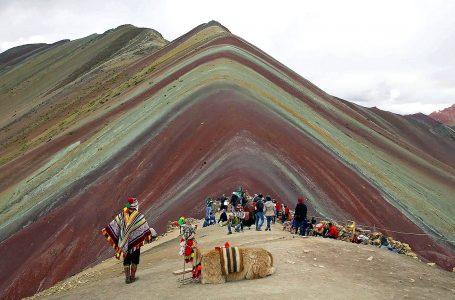 Autorizan ingreso de turistas a la montaña de colores Vinicunca en Cusco