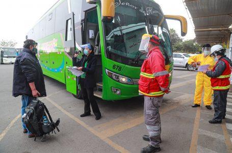 Buses de transporte interprovincial no pueden embarcar pasajeros durante toque de queda