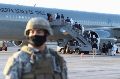 Chile promulga polémica ley migratoria que busca facilitar las deportaciones