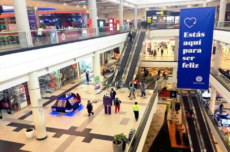 Emprendedores se reactivan ofreciendo sus productos en centros comerciales