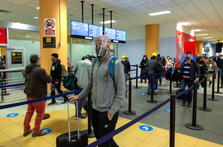 Llegada de turistas extranjeros crece en abril tras suspensión de cuarentena obligatoria