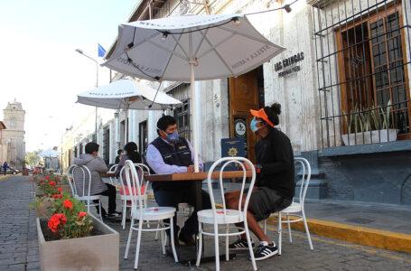 Restaurantes de Arequipa hacen uso de espacios públicos para reactivar su sector