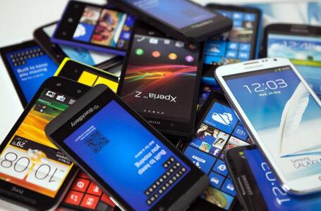 Más de 481,000 líneas telefónicas móviles cambiaron de operador en agosto