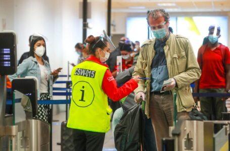 Apavit critica medida del gobierno que exigiría vacunación completa a pasajeros