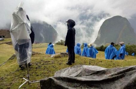 Lluvia sorprendió a actores y equipo de filmación de Transformers en Machu Picchu