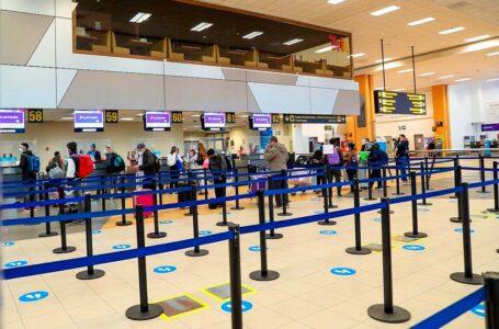 Sector aéreo pide al gobierno aumentar a 100% el aforo en aeropuertos del país