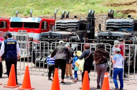 """Exposición de vehículos de los """"Transformers"""" causa sensación en Cusco"""